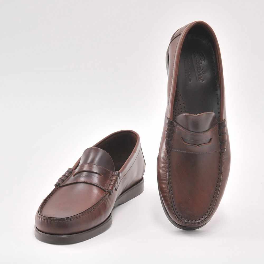 f73618a238d A penny loafers model that penny loafers