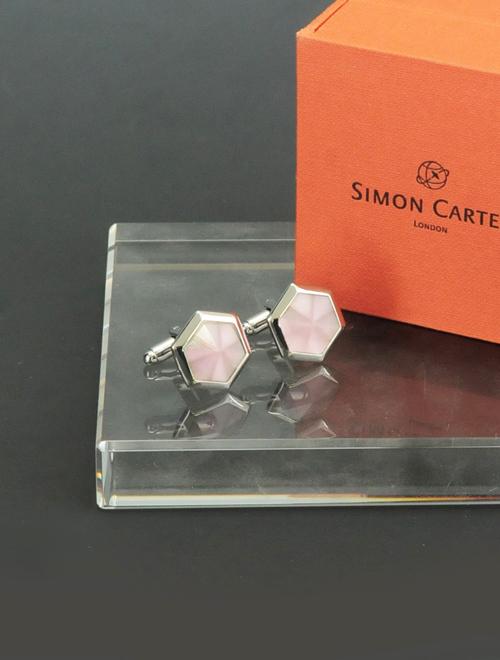 サイモンカーター  SIMON CARTER 1604001 Hexagonヘキザゴン ピンクカラーのフェザーキャッツアイを採用 六角形のシルバーカフリンクス でらでら 公式ブランド