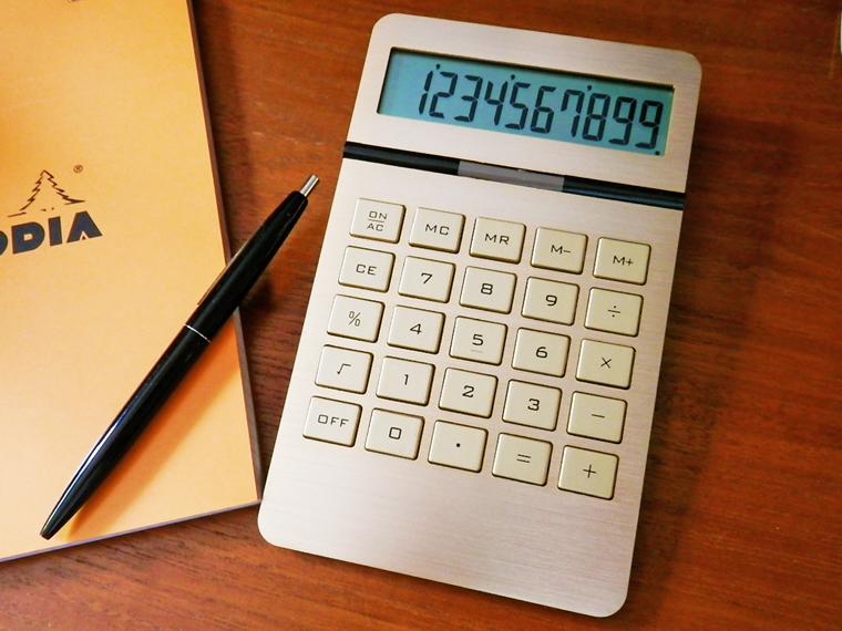 ゴールドのボディがインパクト大のおしゃれな電卓  【お得なクーポン!】 電卓 10ディジット インゴット カリキュレーター ゴールド おしゃれ 金 シンプル 10digit ingot calculator 計算機 オフィス DETAIL