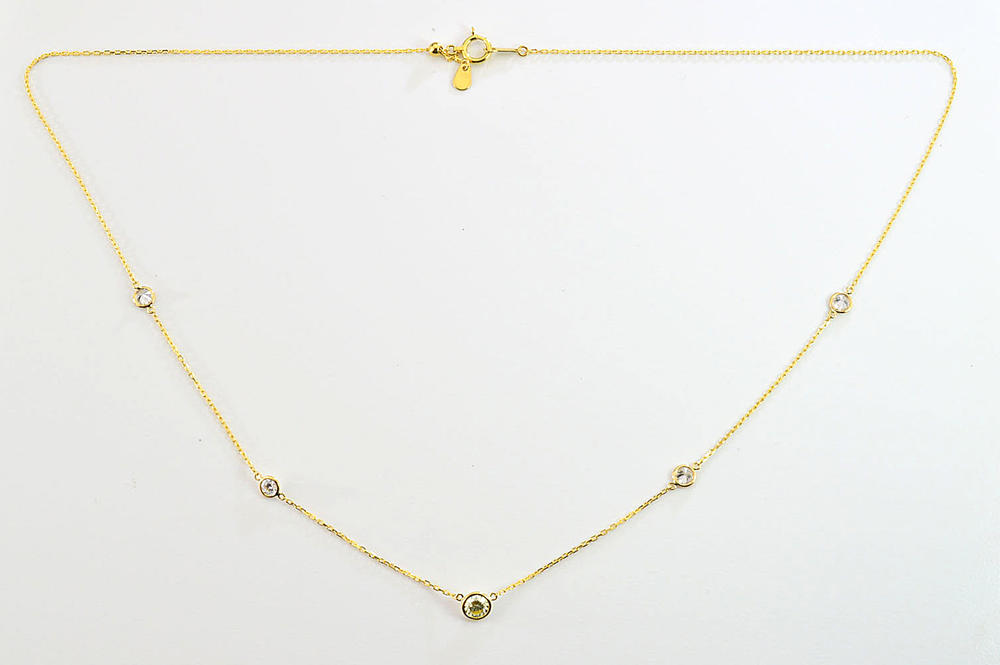 こだわりのダイヤステーションネックレス5つのダイヤモンドがお顔を輝かせてくれる! センターのダイヤは0.3ctもポイント!合計0.8ct ダイヤモンド専門店がお作り