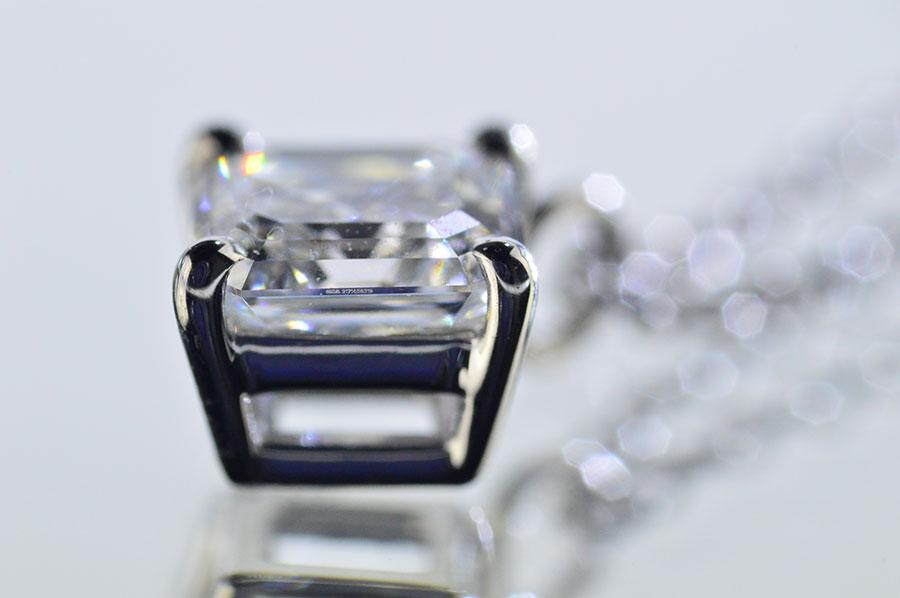 アッシャーカットダイヤ一粒ネックレス斜めが優しく可愛い王女様ペンダント!0.5カラット