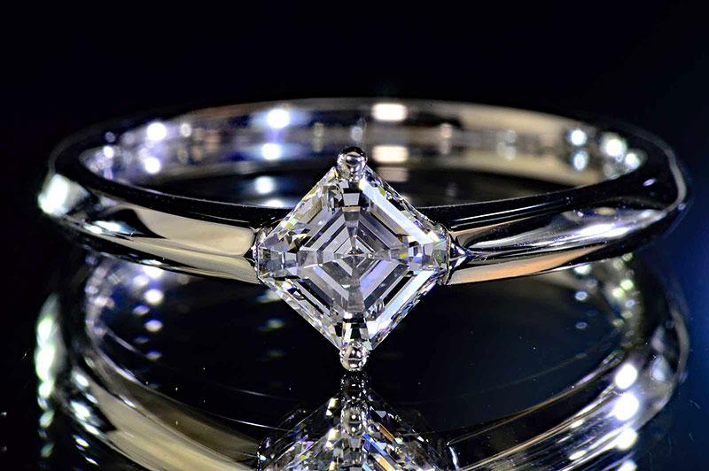 0.5カラットアッシャーカットダイヤリングプラチナEカラーVS1洗練された透明感のある大人ダイヤリングダイヤGIA鑑定書つきダイヤ鑑別書