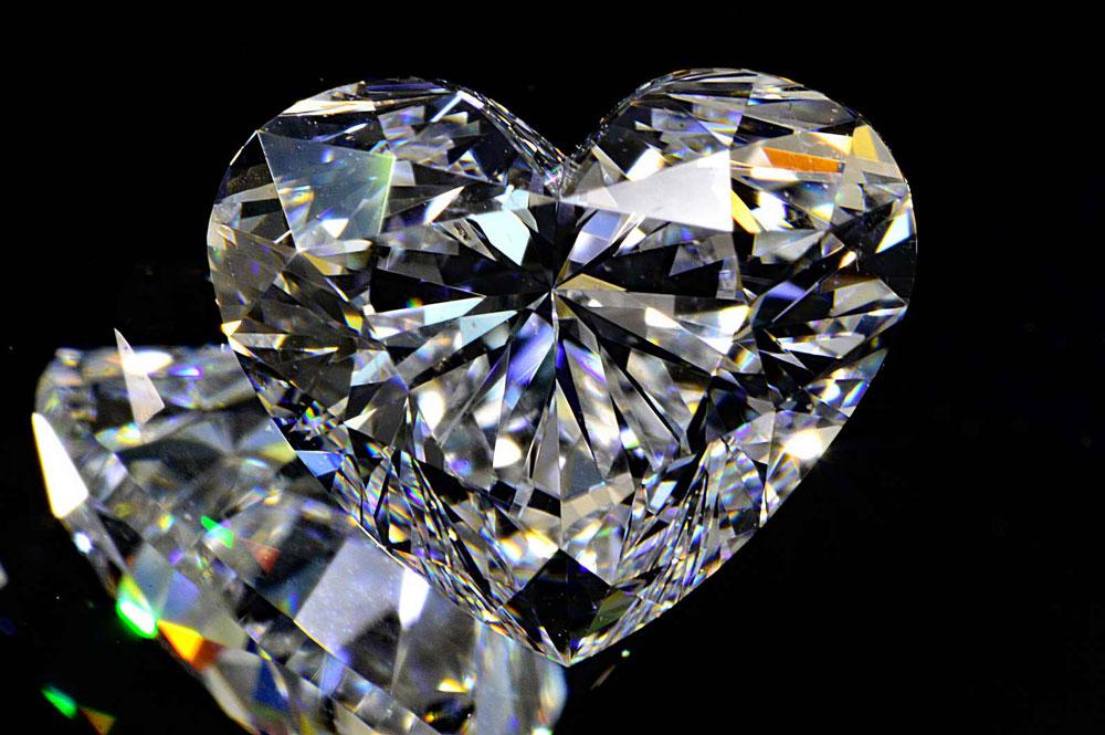 ほぼ1カラットハートシェイプカットダイヤモンドEカラーIFインターナリーフローレス輝き強いハッピーハートさんシンプルリングかネックレスのお作り代金込み