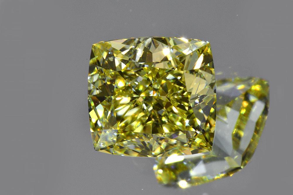 ファンシーイエローダイヤモンドルースクッションカット0.7カラットVS2非常に透明感の強い証明お写真つきダイヤGIA鑑定書刻印つき