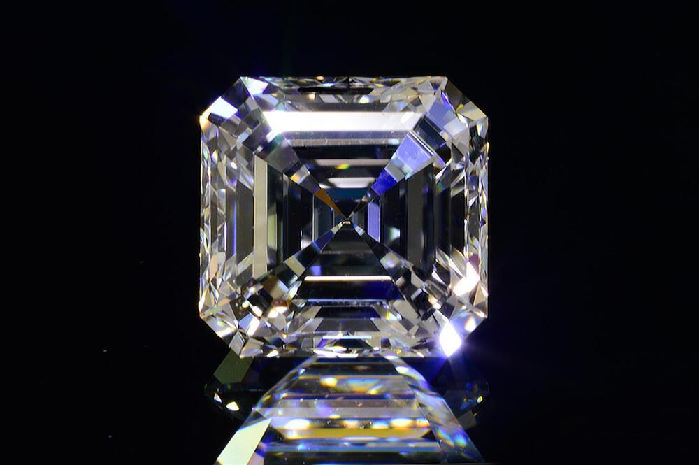 アッシャーカットダイヤモンドFカラー0.5カラットVVS2透明度高い証明写真つきダイヤGIA鑑定書刻印つき