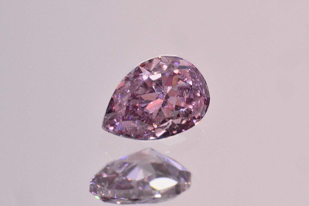 ファンシーパープルピンクダイヤモンドペアシェイプカット0.08カラットVS1高品質落ち着いたパープルの入ったピンク色中央宝石研究所ソーティングつき