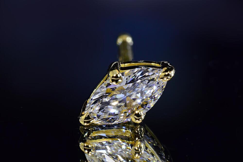 マーキーズカットダイヤモンドピアス片方1つのみです。0.2カラットイエローゴールドDカラーVS品質