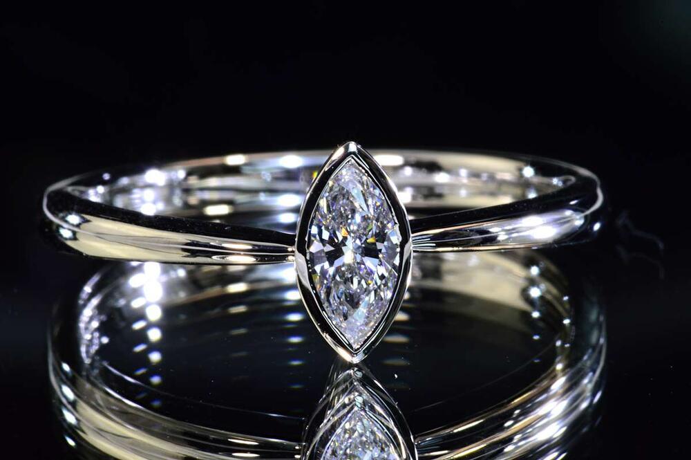 マーキーズカットダイヤモンドリング縦たて0.2カラットDカラーVS1プラチナ中央宝石研究所ソーティングつき