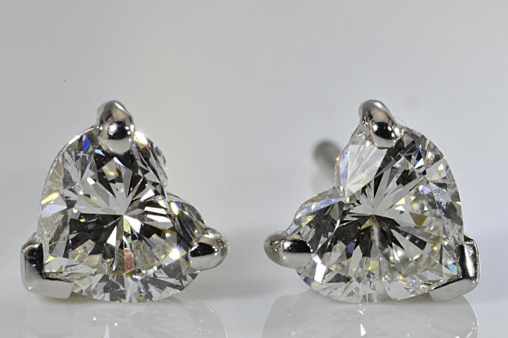 片方0.7カラットハート一粒ダイヤピアスダイヤのハートは大人のハート!