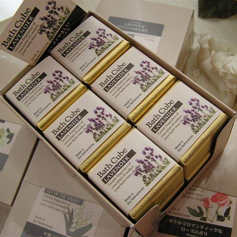キューブ型のエレガントな 入浴剤 エッセンシャルオイルの繊細で優しい香り プチギフトにおすすめ バスキューブ 12個セット ガーデニア グレープフルーツ オランダからのキュートな入浴剤 リリーオブザバレー アソート ラベンダー ローズ フレグランス 大注目 定番の人気シリーズPOINT ポイント 入荷 ヴァイオレット