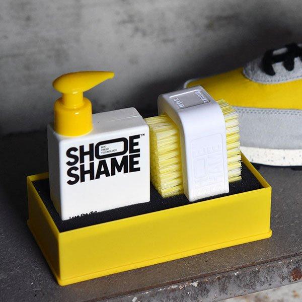 スニーカーシャンプー 掃除 メンテナンス ケア お手入れ レザー スウェード スエード オールインワンキット すすぎ不要 タオルドライ シュークリーナー 靴磨き ギフト 予約商品 SHOE SHAME スニーカークリーナー シューシェイム ルーズ ザ ダート キット オールインワンキット シューケア スニーカーケアセット 靴用洗剤 手入れ プレゼント ギフト シューケア用品 あらゆる素材に対応 パッケージセット Lose the dirt kit 【10月上旬入荷】