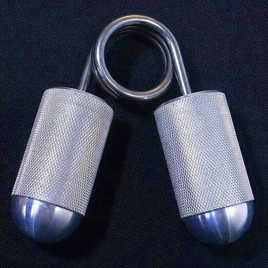 訳あり品送料無料 指2本や3本など限定して握ることで指の力を鍛えるアメリカ製のハンドグリッパー ハンドルはアルミ製で滑りにくくチェッカリング加工されています IRONMIND ハンドグリッパー アイエムタグ No.2 指を鍛えるグリッパー IMTUG 指の筋力 COC トレーニング器具 オブ 握力強化 春の新作続々 筋トレグッズ キャプテンズオブクラッシュ クラッシュグリッパー キャプテンズ 筋トレ用品