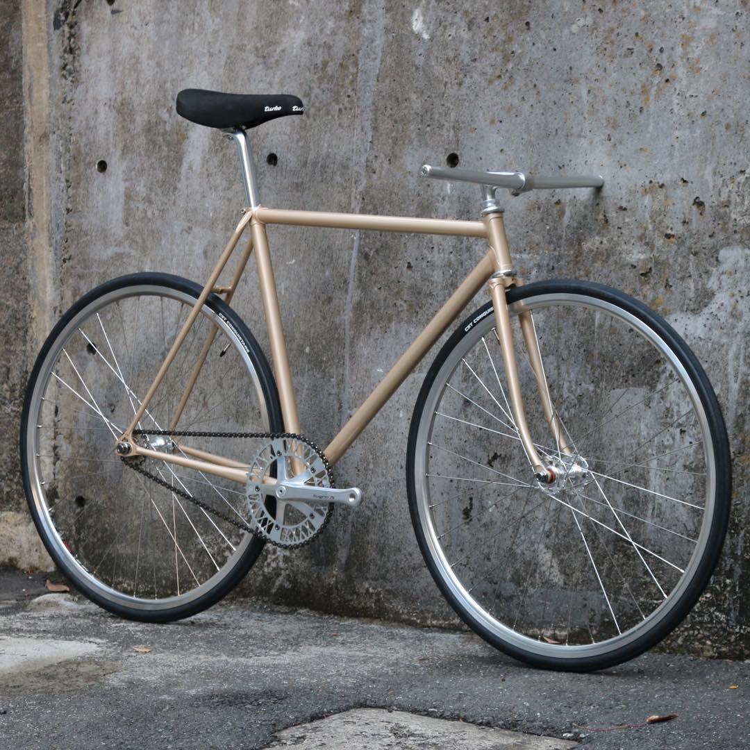 ピストバイク 完成車 CARTELBIKES JAPAN PRIDE CUSTOM BIKE【自転車 バイク スポーツバイク 完成品 クロモリ 軽量 カスタム カスタムバイク ベース フリーギア 固定ギア 初心者 シンプル おしゃれ ゴールド】