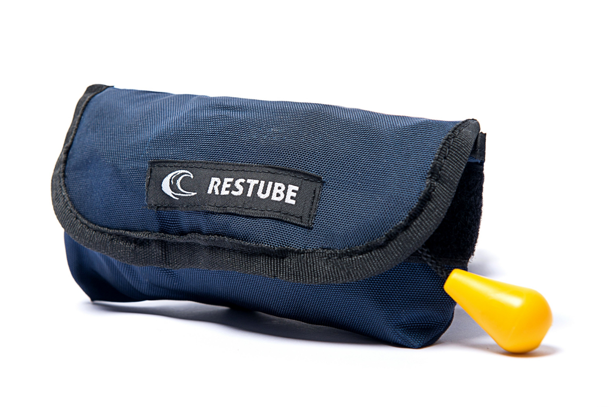 あらゆるマリンスポーツに SUPマストアイテム RESTUBE レスチューブ 価格 Blue Marine 緊急浮遊体 ベーシック バーゲンセール