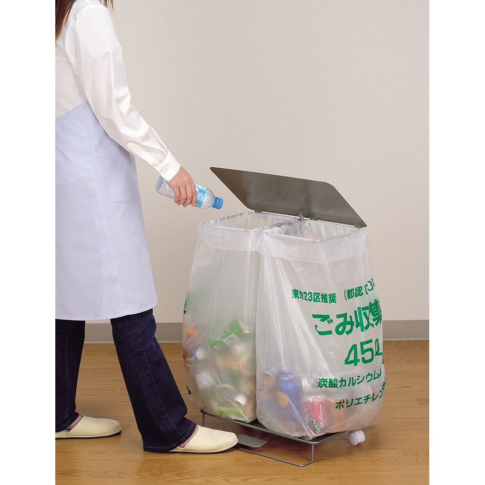 ごみ袋を最大限に利用!袋を付けて足でふたを開閉、そのままゴミ捨て場に! ペダル式ダストスタンド(簡易ゴミ箱) WX0096