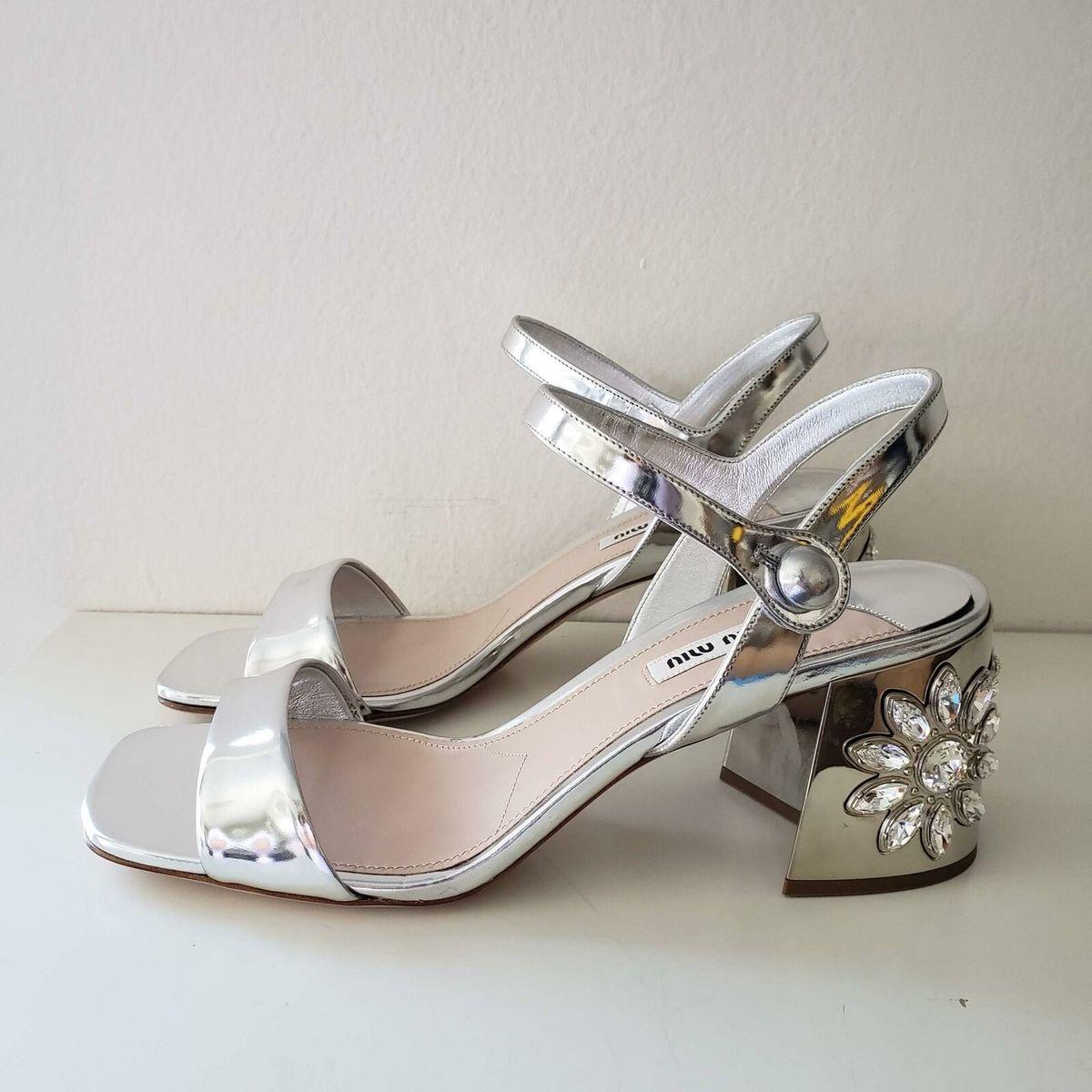 Miu Miu ミュウミュウ メタリック シルバー レザー ストラップ サンダル クリスタル ヒール シューズ Metallic Silver Leather Strap Sandals Crystal Heel Shoes Size 7.5