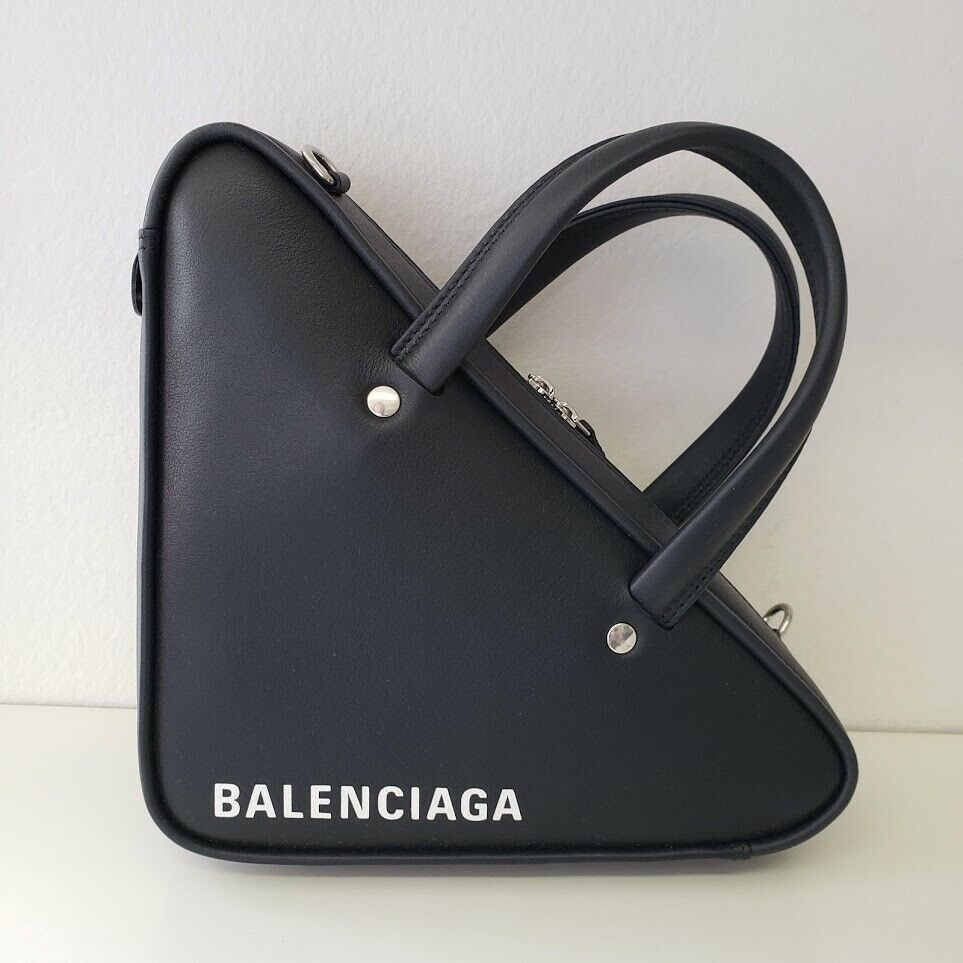 Balenciaga バレンシアガ トライアングル レザーダッフル クロスボディバッグ XS ブラック Triangle Leather XS Duffle Crossbody Bag | Black