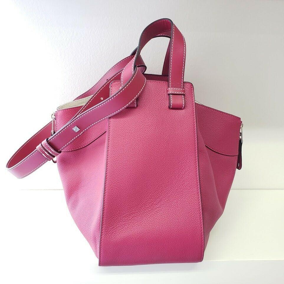 Loewe ロエベ ハンモック ミディアム ペブル レザー ショルダー バッグ フクシア ピンク LOEWE Hammock Medium Pebbled Leather Shoulder Bag | Fuchsia Pink