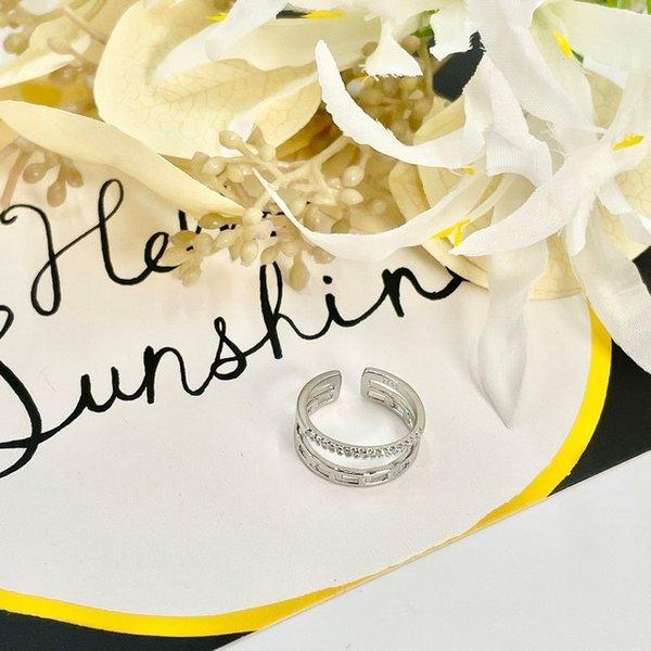 透かしとクリスタルのリング サイズ調整可能 指輪 売り込み シルバー プレゼント 人気 流行り 新品未使用正規品 アクセサリー おしゃれ 可愛い 大人女子 ピアス トレンド