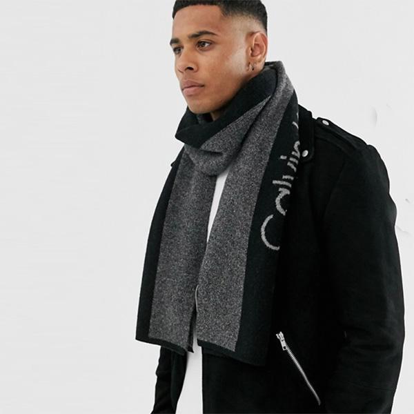 Calvin Klein カルバンクライン スカーフ マフラー サポーターロゴ ブラック インポート 日本未入荷 ヒップホップ ファッション コーディネート アウトフィット アウトドア ビーチ フェス オシャレ カジュアル メンズ ユニセックス 20代 30代 40代 大人