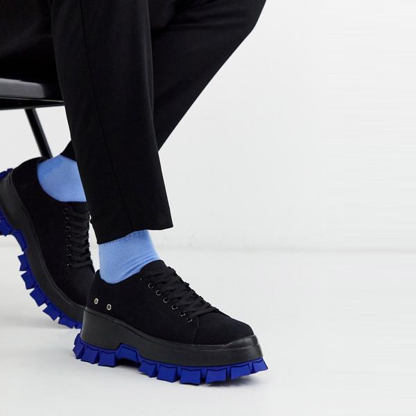 靴 シューズ asos ASOS エイソス メンズ ASOS DESIGN カラー フラッシュ 分厚い ソール ブラック トレーナー 大きいサイズ インポート エクストリームスーパースキニーフィット スウェットパンツ ジーンズ ジーパン 20代 30代 40代 ファッション コーディネート
