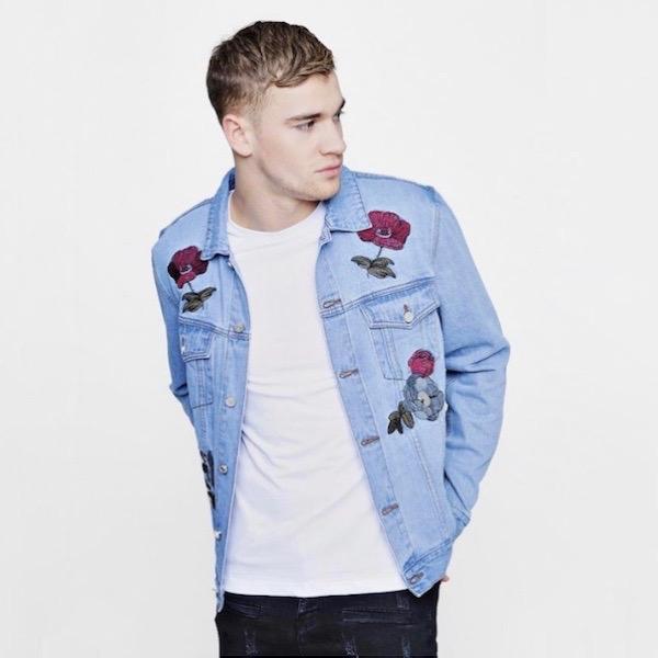 boohoo(ブーフー)メンズ アウター デニムジャケット Gジャン ジャケット フローラル 刺繍 ウエスタン デニム メンズ オーバーサイズ 大きいサイズ インポート トレンド 20代 30代 40代 ファッション コーディネート オシャレ カジュアル