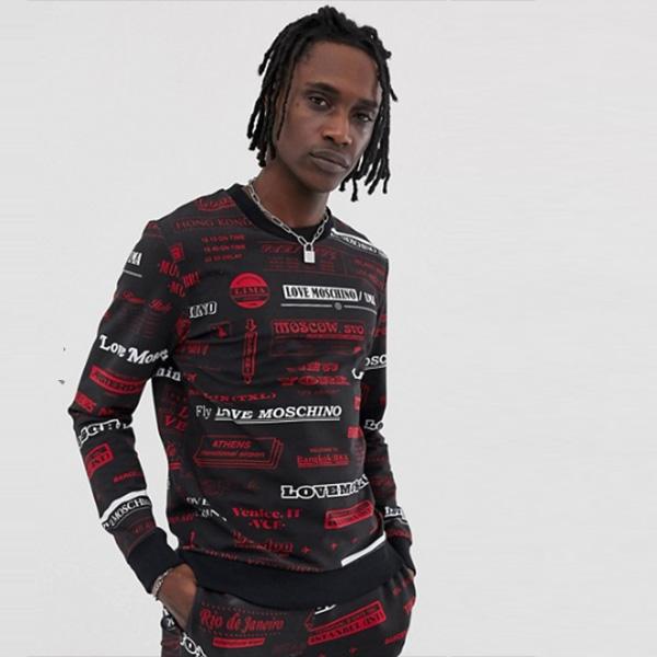 Love Moschino 全面にプリントスウェットシャツ メンズ トップス ブラウス オーバーサイズ 20代 30代 40代 ファッション コーディネート小さいサイズから大きいサイズまで オシャレ トレンド Tシャツ インポート トレンド【京都のセレクトショップdivacloset】
