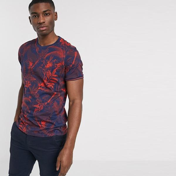 ネイビー 赤 花柄 テッドベイカー Tシャツ 20代 30代 40代 ファッション コーディネート小さいサイズから大きいサイズまで オシャレ トレンド Tシャツ インポート トレンド