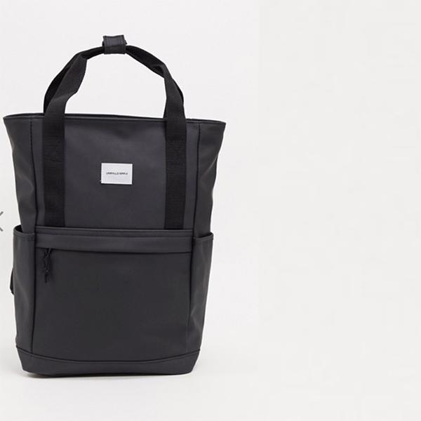ダブルラバー ブランドパッチ ゴム製 黒 ASOS DESIGN バックパック 20代 30代 40代 ファッション コーディネート オシャレ カジュアル