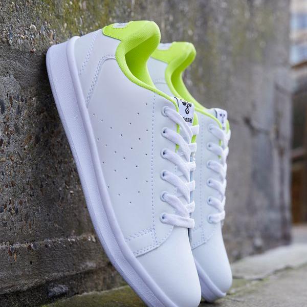 京都のセレクトショップdivacloset ヒュンメル Hummel 毎日続々入荷 白のフンメルハイブ釜山トレーナー 靴 女性 激安卸販売新品 レディース インポートブランド 小さいサイズから大きいサイズまで