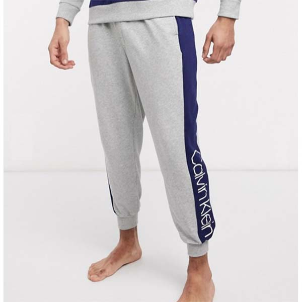 Calvin Klein ワンピース カフ付き ラウンジ ジョガー コーディ グレー メンズ 男性 小さいサイズから大きいサイズまで 20代 30代 40代 ファッション コーディネート