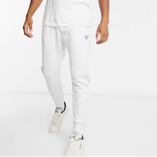 リーボック クラシック エッセンシャル ジョガー ライトグレー ベクトル ロゴ パンツ メンズ 男性 小さいサイズから大きいサイズまで 20代 30代 40代 ファッション コーディネート