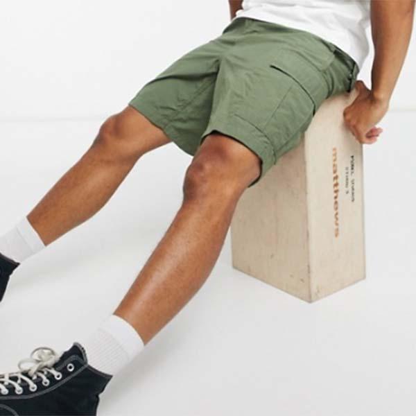 Carhartt フィールド カーゴ カーキ グリーン パンツ メンズ 男性 小さいサイズから大きいサイズまで 20代 30代 40代 ファッション コーディネート