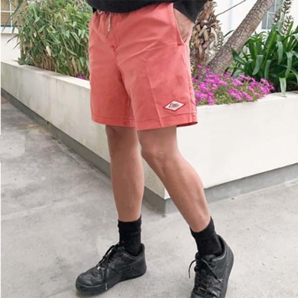 Deus Ex Machina サンド バーガー メント スイムショーツ ピンク パンツ 水着 メンズ 男性 小さいサイズから大きいサイズまで 20代 30代 40代 ファッション コーディネート