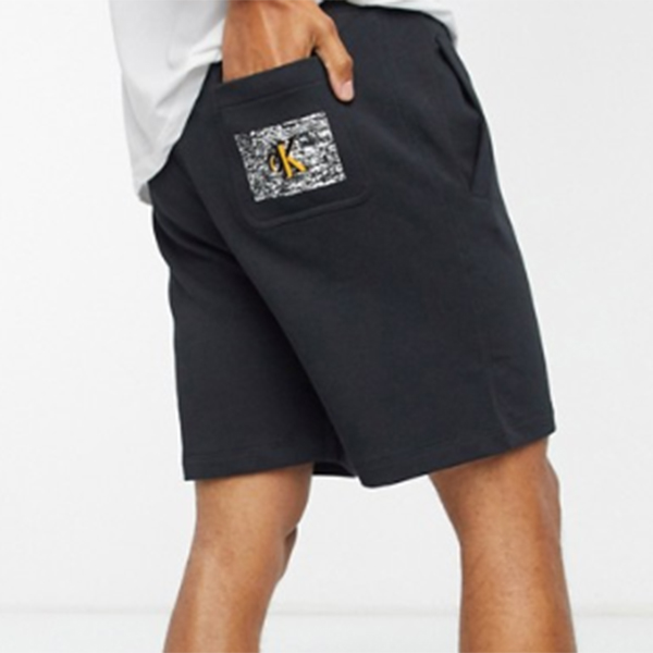 Calvin Klein Jeans黒 ホワイト ノイズ バック ポケット ロゴ付き ASOS限定 スウェット ショーツ パンツ メンズ インポートブランド 旅行 小さいサイズから大きいサイズまで 30代 40代 20代 高身長 春夏秋冬