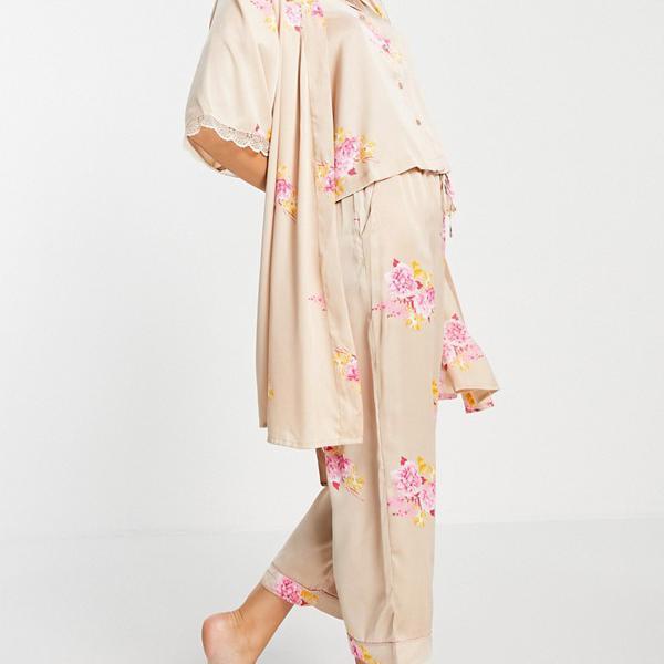 京都のセレクトショップdivacloset ヴェロモーダ Vero Moda 赤面花柄のベロモーダサテンナイトローブ 部屋着 レディース 女性 インポートブランド 小さいサイズから大きいサイズまで