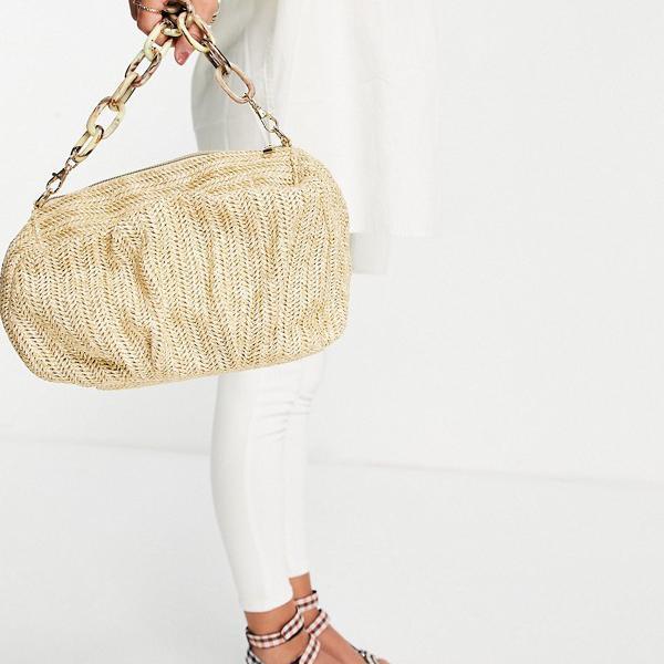 エイソス ASOS asos ASOS DESIGNは、取り外し可能な樹脂チェーンを備えた天然ストローの特大シャーリングクラッチバッグ 鞄 レディース 女性 インポートブランド
