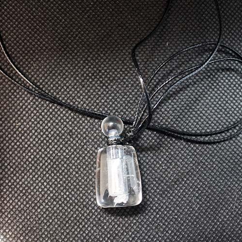 クリスタルペンダント 天然水晶 ギフトBOX入り クリスタルミニチュアアロマボトル セット 香水瓶ネックレス クリアクォーツパフュームボトル