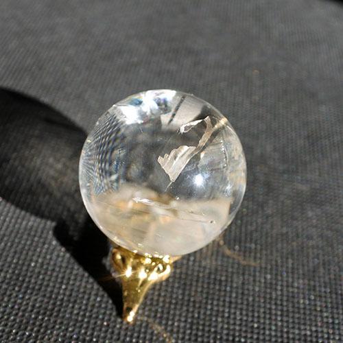 レインボー入り水晶球57グラム クリアクォーツスフィア34ミリ