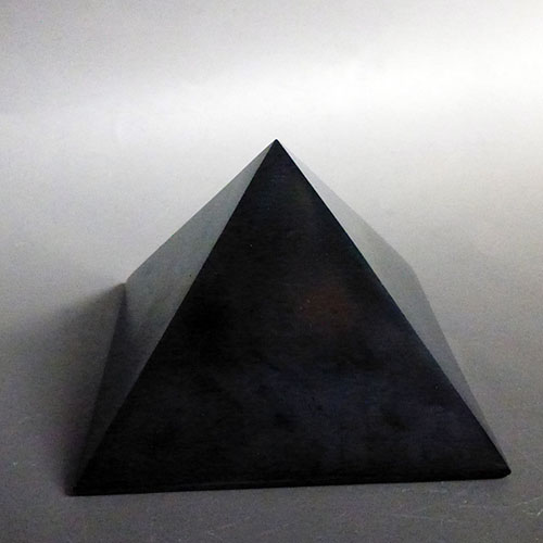 パワフルピラミッド シュンガイト 649g K.Angel's