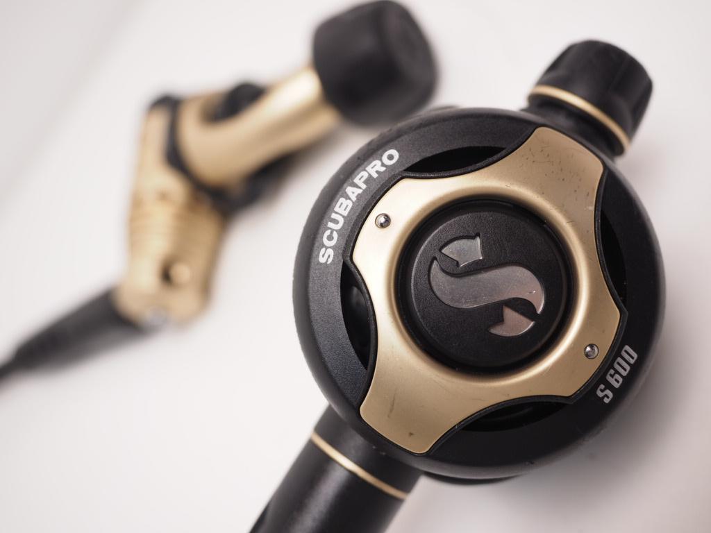 USED SCUBAPRO MK25 S600 ゴールド 限定モデル レギュレター OH済 ランクAA [RYS31329]