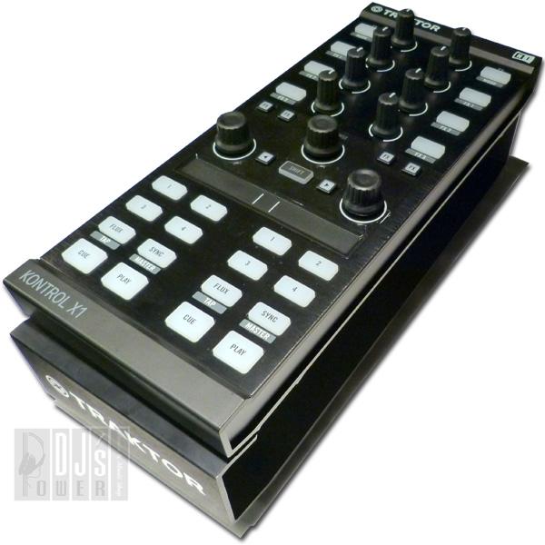Native Instruments TRAKTOR KONTROL X1 MK2 + KONTROL STAND SET