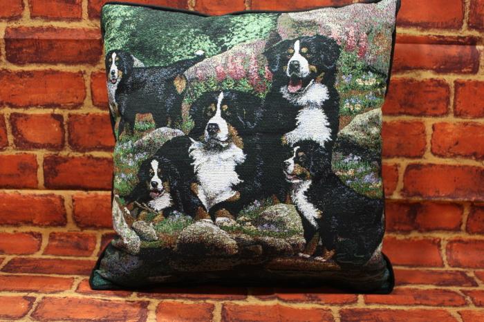 美しいゴブラン織り クッション 国内送料無料 ゴブラン織り クッションバーニーズ ドッグ輸入雑貨 犬雑貨 2020春夏新作 ついに再販開始 犬グッズ マウンテン