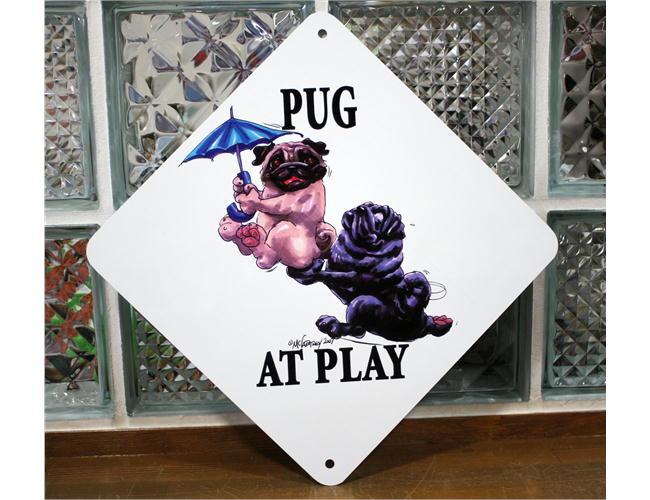 コミカルなAtPlayサインプレートで 楽しく遊ぶ愛犬をアピール 在庫限り AtPlayプレート パグが遊んでいます キャンペーンもお見逃しなく 犬雑貨 犬グッズ 男女兼用 ウェルカムボード 輸入雑貨