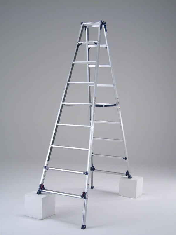 【代引不可】【ピカ】★四脚アジャスト式脚立 専用脚立《SCL-300A》『かるノビ』「脚立 梯子」<代金引換不可・配達時間指定不可>