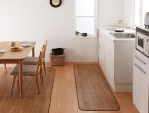 ダイニングラグ Natur ナトゥーリ 60×200cm ブラウン ナチュラル ホワイト はっ水・はつ油・抗カビ・抗菌・防炎機能付きフローリング調 キッチン (40701028)