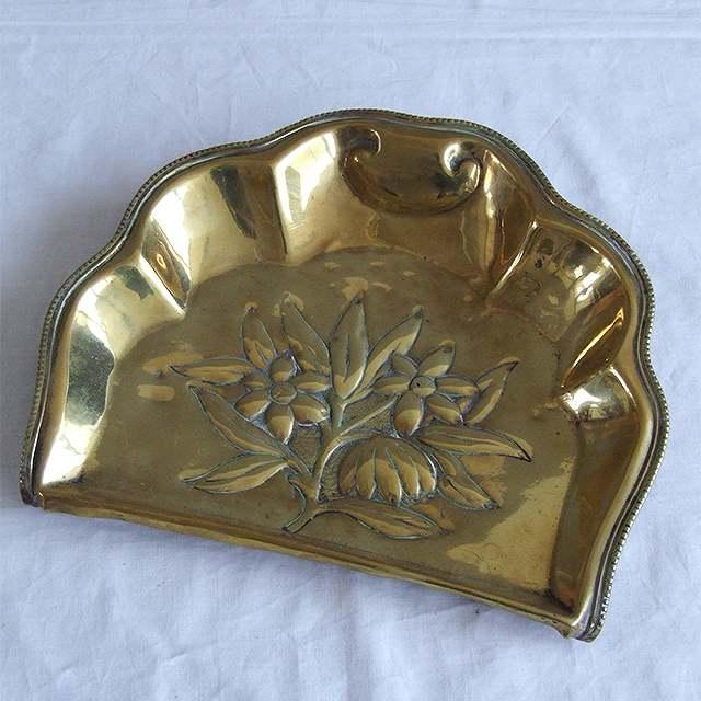 アンティーク ちりとり 食卓 イギリス 花 真鍮 限定価格セール 雑貨 プレゼント インテリア ディスプレイ トレイ デスク 母の日 捧呈