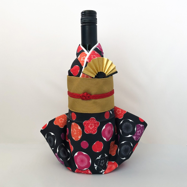 【送料無料】着物ボトルカバー 伊砂文様「梅」 【お土産/着物/和/和風/ボトルウェア/海外/COOL JAPAN/おみやげコンテスト/限定】Kimono bottle cover