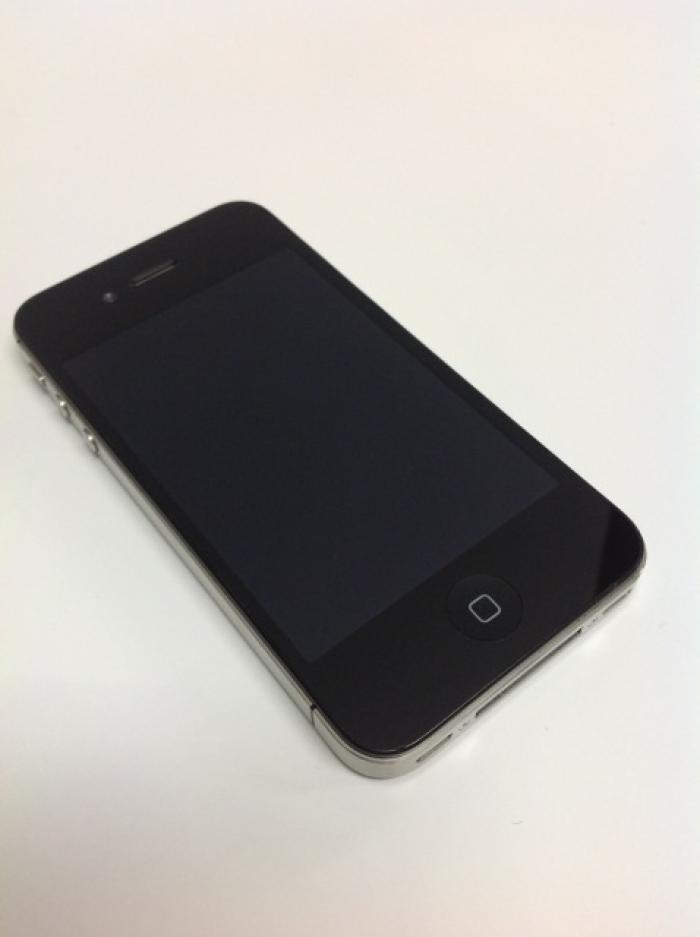 【中古】【白ロム】【au】iPhone4S 64GB[ブラック]