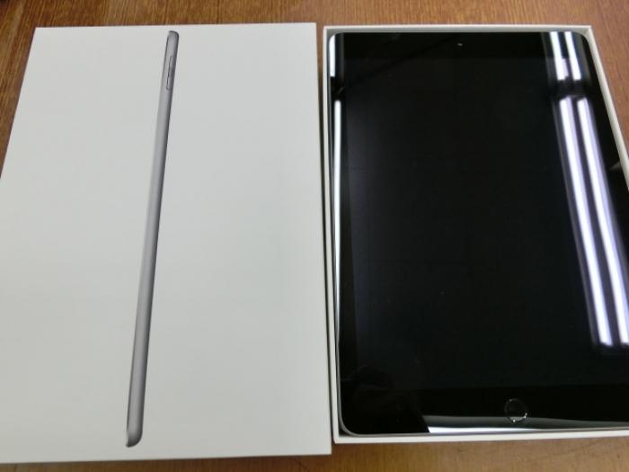 【中古】iPad 第5世代 Wi-Fi 128GBスペースグレイ【Aランク】【-判定】